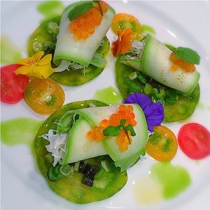 http://instagram.com/p/lIMBYExal2/?modal=trueHeirloom zucchini with lump crab and smoked trout roe #lunchtime #lunchprefixe @roel_alcudia #beauty #fresh 12 comments